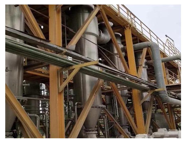 废水蒸发器中由于物料在每根管内成膜状蒸发